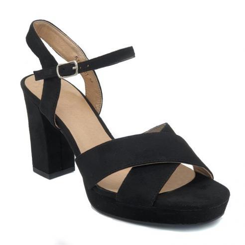 Sandalia plataforma en color negro...
